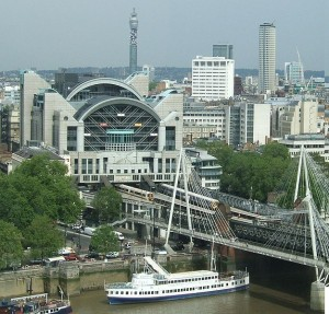 London Gatwick Taxi to Charing Cross Station